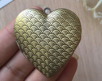 2pcs Antique Bronze Wave Pattern Heart Locket
