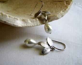 White Pearl Earrings Silver Pearl Drop Earrings Swarovski Pearl Earrings Swarovski Earrings Wedding Earrings Bridal Earrings BridesmaidsDrop
