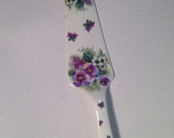 Vintage cake server purple pansies violets purple flowers cake shovel pie server - At Everything Vintage shipping is on us!
