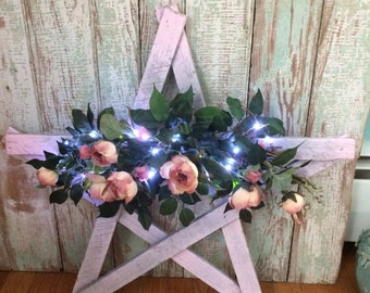 shabby chic holiday wood wall star with lights and Roses
