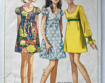 Simplicity 7631 Mini Dress c. 1968 Junior size 9