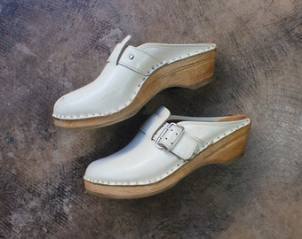 8 1/2  Clogs / Platforms Cream Leather Wooden Heel Mules / Women's Size 39 Vintage Buckle Shoe