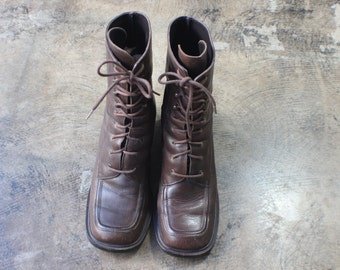 Size 7 1/2 / Brown Lace Up BOOTS / Vintage Leather Ankle Boots / Women's Shoes