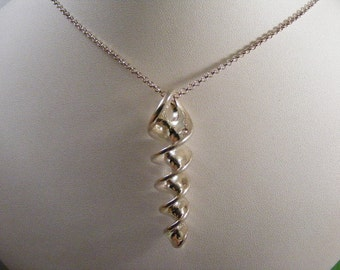 Vintage Spiral Sterling Silver Pendant with Chain.....  Lot 4867
