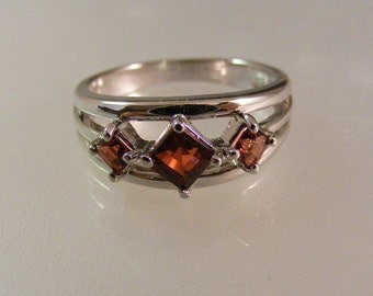 Vintage  Three Stone Princess Cut Garnet  Ring in Sterling Silver.....  Lot 5176