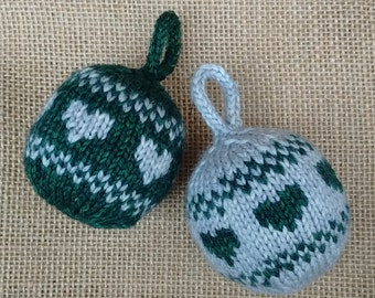 "Kit to make two ""Love Christmas"" baubles"