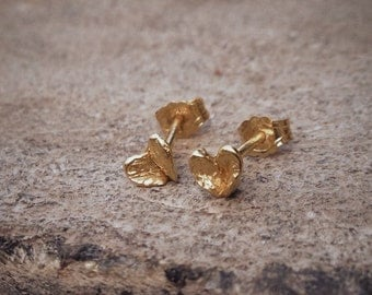 Mini petal earring 24K goldplated sterling silver - Everyday earring, nature studs, nature jewelry