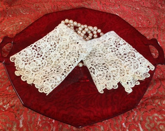 Pair Lace Cuffs Retro Lacy Sleeve Panel Cuffs for Blouses or Costumes Machine Made Wedding / Bridal Lace Cuffs
