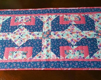Spring Tulips tablerunner