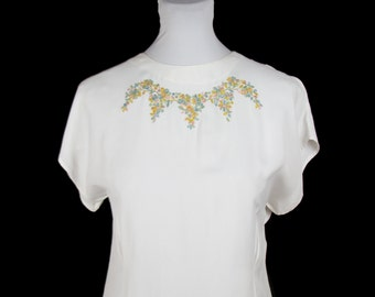 1940s Blouse // Colorful Embroidered Floral White Rayon Blouse