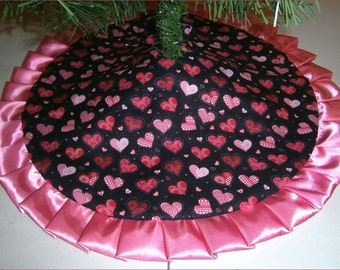 """Valentine's Day Tabletop Tree Skirt ~ 24"""" ~ Hearts on Black with Rose Ruffle"""