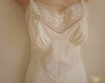 SALE Vintage full slip ivory shadow lace nightgown sexy lingerie 32 bust