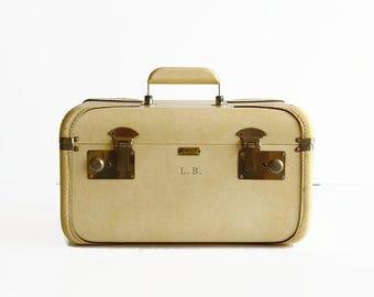 vintage train makeup case ivory cream beige 1960s travel wedding luggage