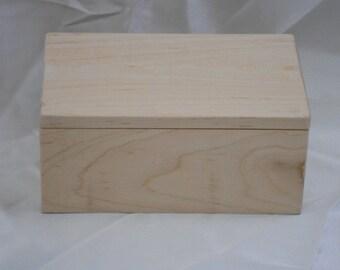 Small item storage box