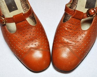 Vintage 70s Perforated Caramel Brown Leather T Strap Heeled Mary Janes