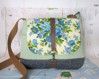 Iowa City- Crossbody messenger bag - Vintage floral print - Adjustable strap - Vegan purse - Travel bag - Blue - Green - Ready to ship