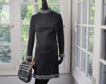 Shapely Gray Wool Dress/Vintage 1960/Gray Wool Persian Lamb Collar/Size Extra Small
