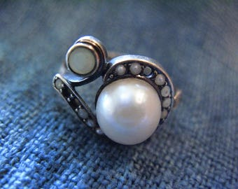 Gorgeous Antique Art Deco 18K Gold Ring with Pearls