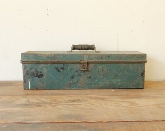 Rustic Dark Green Metal Tool Tackle Box with Black Wood Handle Vintage Storage Decor
