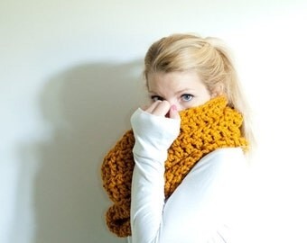 FLASH SALE the CHEROKEE cowl - chunky cowl scarf hood circle scarf - butterscotch - slightly ribbed