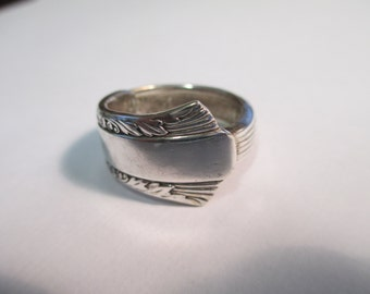 Vintage ROGERS IS silver spoon  patterned  ring size 10 used