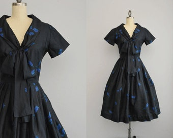 Vintage 50s Dress / 1950s Silk Rose Print Dress with Full Pleated Circle Skirt / Silk Pongee Floral Print Dress with Bow