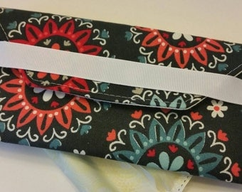 Tampon discrete case- Navy flowers
