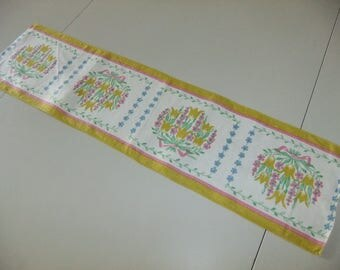 Vintage Swedish Hand printed table runner - ulips in squares - Signed E Helén - Spring tulips