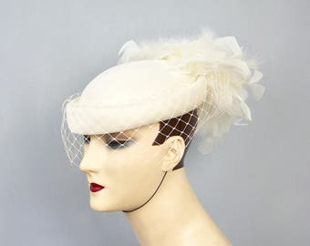 MARIDA Made in England Vintage 1980s White Feather & Fishnet Veil Bridal Wedding Pill Box Cloche Hat