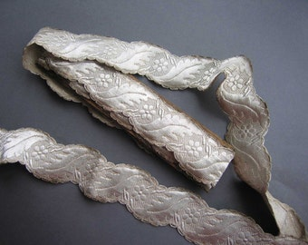 Antique Metallic Silver SCALLOPED EDGED Vestment Trim Braid 3 yds.