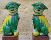 gorgeous pair of vintage polychrome foo dogs // shishi lions // hollywood regency style // chinoiserie chic