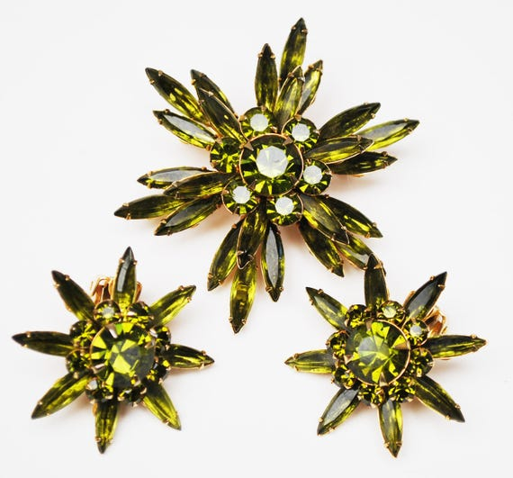 Judy Lee Flower Brooch and earring set - Olive green Rhinestone - Gold tone metal Mid century - parure - clip on earrings