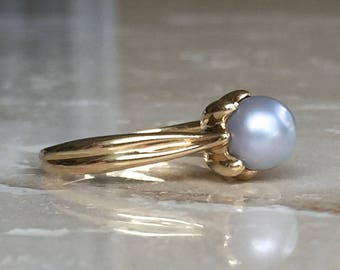 Lovely High End Unique Setting 14K Gold Light Grey Pearl Ring Size 6.75 Weighing 3.5 grams Stackable