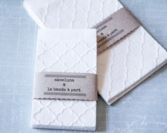 "Pochettes, sachets gift white paper embossed ""clover"" lot of 10 dim. 6,3cm x 9,3cm plus the flap"