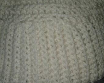 Crochet beanie in cream