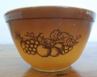 Vintage Pyrex Mixing Bowl Old Orchard Pattern 1.5pt 401