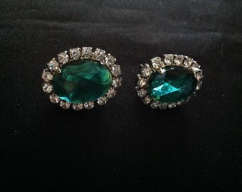 Stunning Vintage Emerald Green Oval Pierced Earrings