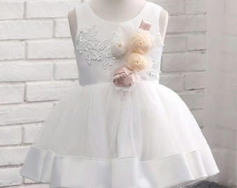 Party dress with flower brooches | Girls' lace dress | White lace dress