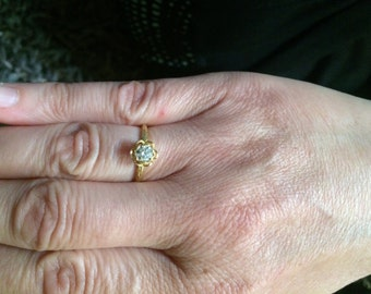 Beautiful Vintage 1984 Yellow 18 Karat Gold Round Diamond Engagement Ring In A White Gold Flower Setting
