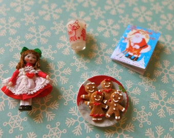 A Wee Christmas Dolly & Miniatures