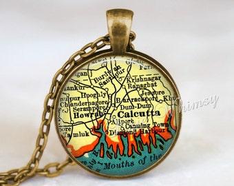 INDIA MAP Necklace Pendant, India Map Jewelry, India Keychain, Calcutta India, India Souvenir, Vintage India Map