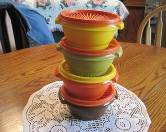 Four Servilier   Tupperware Bowls With Lids 1970,s