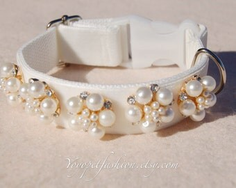 Modern Ivory white wedding dog collar!Perfect gift for dog,panne velvet with pearl flowers dog collar. Wedding dog collar.dog wedding collar
