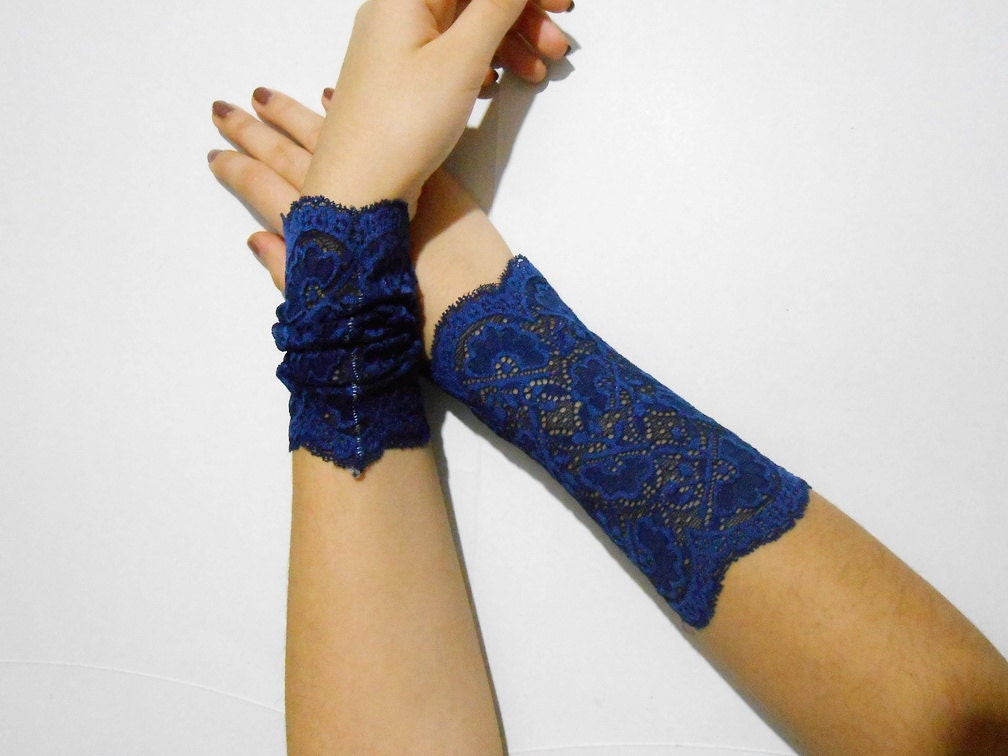 Wide lace wrist cuff navy blue lace fingerless gloves lolita for Lace glove tattoo