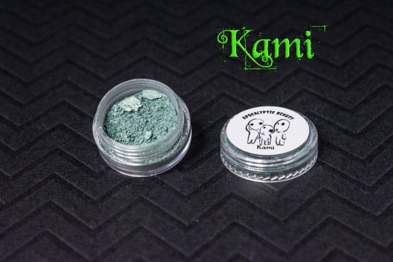 Kami - forest green vegan eyeshadow