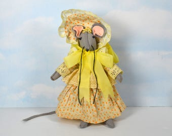 """Victoria Impex Revolving Mouse Music Box, Felt Mouse Figure, Plays Song """"Feelings"""", Windup Music Maker in Floral Dress & Bonnet, Taiwan"""