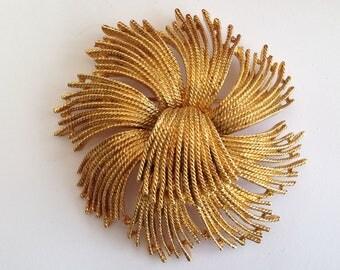 Vintage Monet Large Goldtone Flower Style Brooch.