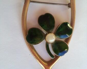 Vintage Unsigned Lightweight Goldtone Wishbone  Brooch/Pin  Four Leaf Clover