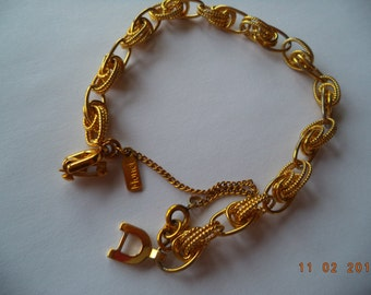 Vintage Signed Monet Goldtone Detailed Link Bracelet