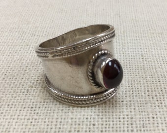 Vintage 925 Sterling Silver  Ring With Centerstone!!!!